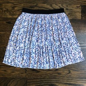 Super Cute Floral Skirt Divided Size 6